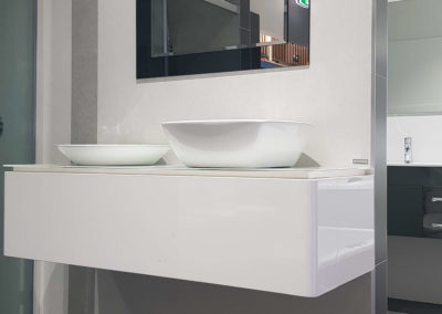 white-faraya-bering-engineerd-marble-bathroom-display